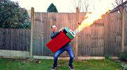 Zbudował gigantyczną zapalniczkę. Bo większe znaczy lepsze!