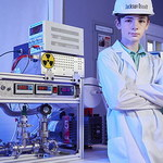 Zbudował reaktor jądrowy w domu. Miał wtedy 12 lat