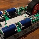 Zbudował z Lego replikę silnika parowego