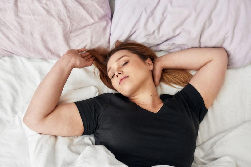Zbyt duża ilość snu może szkodzić zdrowiu /123RF/PICSEL