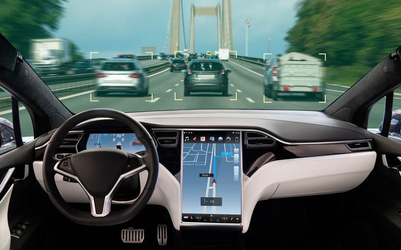 Zbyt dużo elektroniki w samochodzie może stanowić poważny problem /123RF/PICSEL