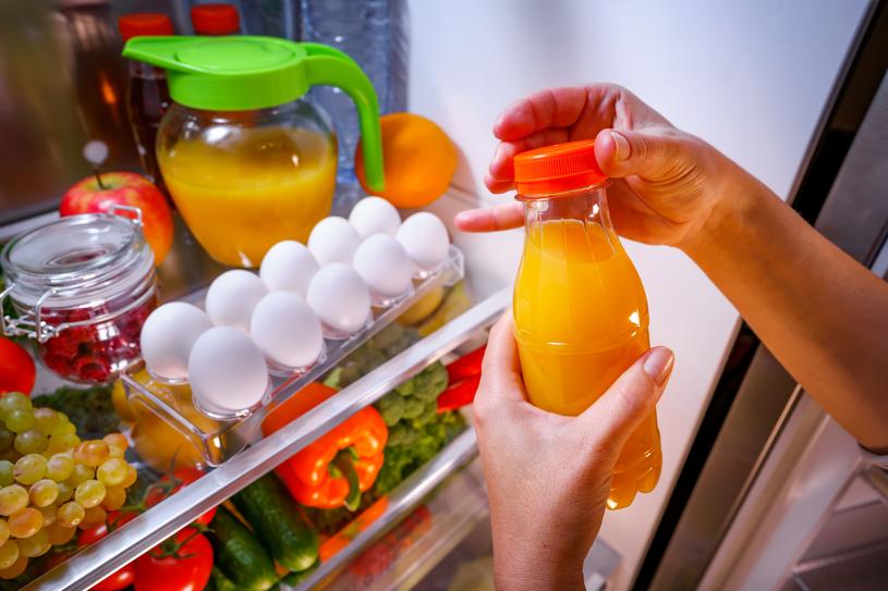 Zdania na temat przechowywania jajek w lodówce są podzielone /123RF/PICSEL