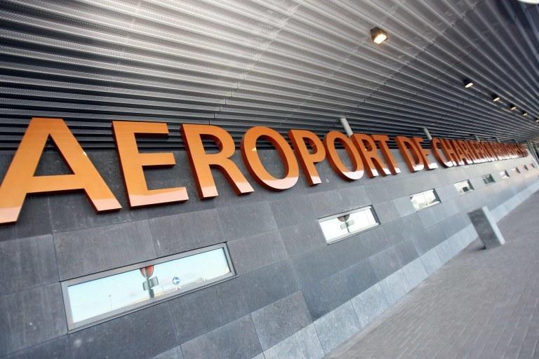 Zdaniem belgijskich mediów chodzi o port lotniczy Bruksela-Charleroi /AFP