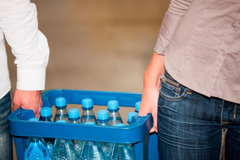 Zdaniem części konsumentów woda gazowana ma lepszy smak /123RF/PICSEL