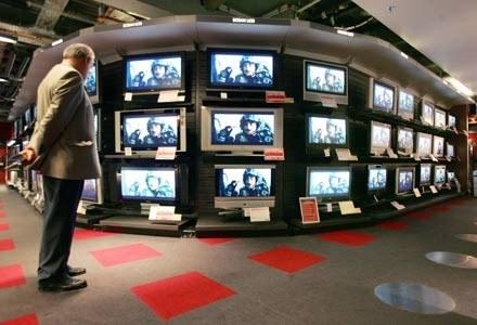 """Zdaniem ekspertów Gfk, """"lokomotywą wzrostu"""" branży RTV były  telewizory z płaskim ekranem /AFP"""