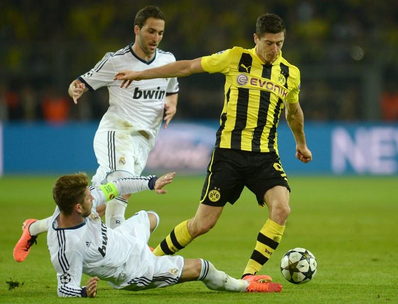 Zdaniem Grzegorza Piechny Robert Lewandowski powinien zostać w Borussii Dortmund /AFP