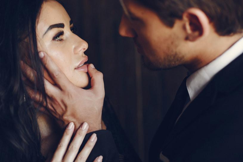 Zdaniem niektórych trudno o bliską relację kobiety i mężczyzny pozbawioną seksualnego napięcia /123RF/PICSEL
