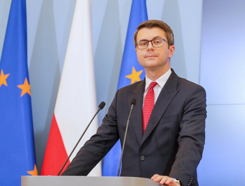 Zdaniem rzecznika rządu KE działa bez podstawy prawnej, jeśli chodzi o przedłużanie procedur przyjmowania polskiego Krajowego Planu Odbudowy /Beata Zawadzka /East News