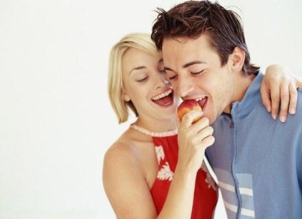 Zdaniem specjalistów, nic nie zastąpi naturalnych, zdrowych zębów /INTERIA.PL