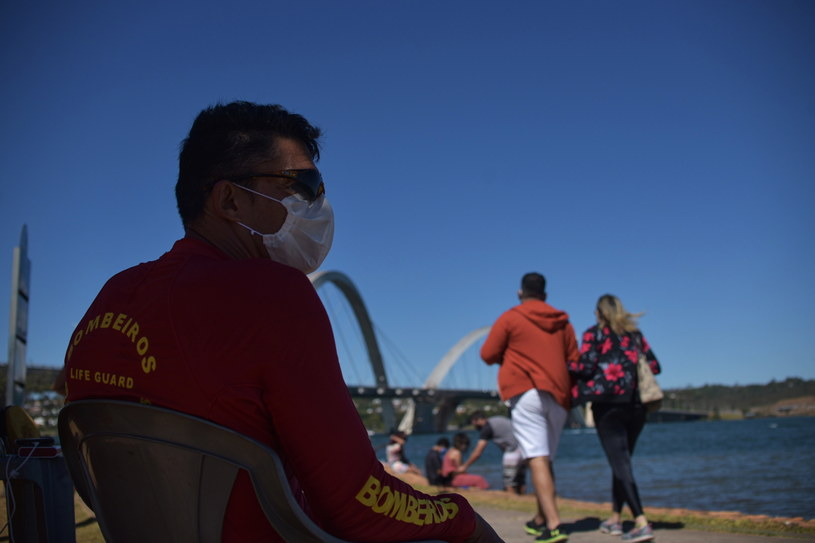Zdaniem wielu epidemiologów, rzeczywista liczba infekcji w kraju jest znacznie wyższa niż wskazują na to oficjalne dane /Andre Borges /PAP/EPA