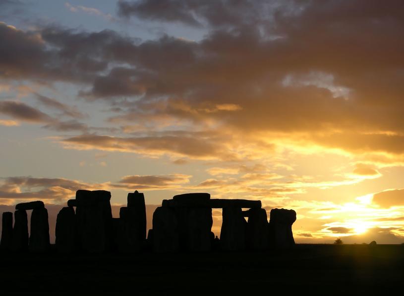 Zdaniem wielu jednym z najbardziej tajemniczych miejsc na świecie jest Stonehenge /123RF/PICSEL