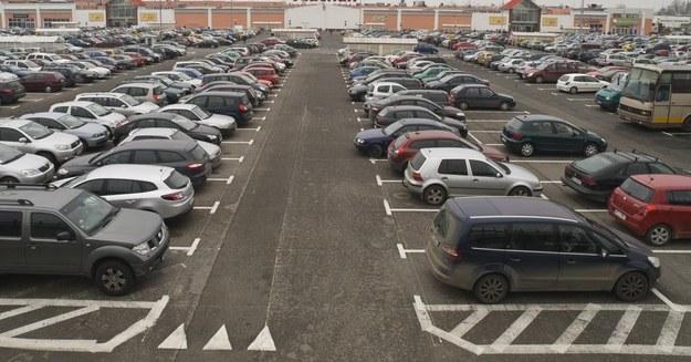 Zdarzyło ci się zgubić np. samochód na parkingu? /Toni Niewiadomski /East News