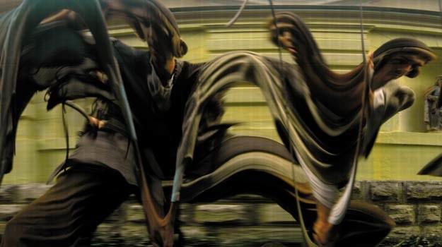 Zdeformowane fotografie przewijają się przed naszymi oczyma w sennym tempie /materiały dystrybutora