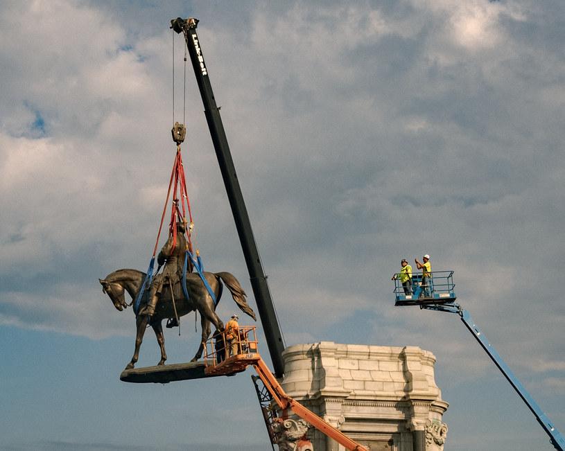 Zdemontowano pomnik generała Roberta E. Lee /AFP