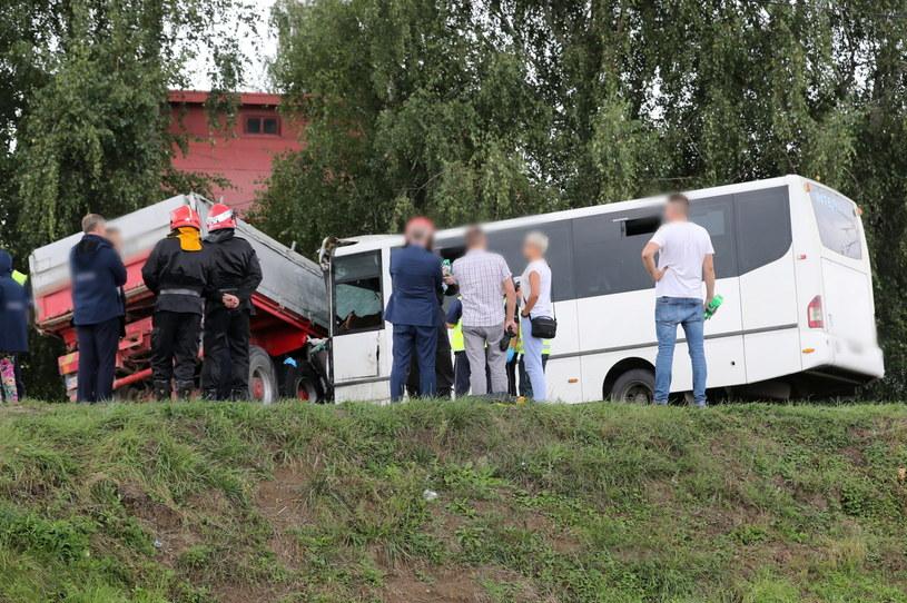 Zderzenie autobusu przewożącego dzieci z ciężarówką / Grzegorz Momot    /PAP
