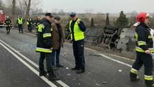 Zderzenie autobusu z samochodem osobowym: Co najmniej 2 osoby ranne