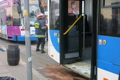 Zderzenie autobusu z tramwajem w Krakowie