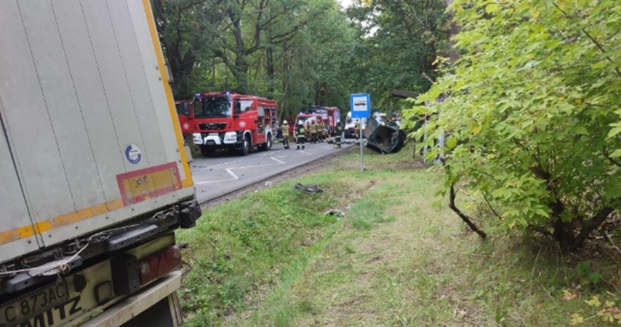 Zderzenie busa z ciężarówką w Łódzkiem. Zginęły 3 osoby