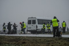 Zderzenie busa z samochodem osobowym. 22 osoby ranne