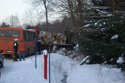 Zderzenie ciężarówki z autobusem szkolnym /KWP Szczecin