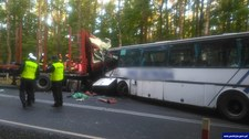 0007M8049FG0M3N2-C307 Zderzenie gimbusu z ciężarówką. Są ofiary śmiertelne