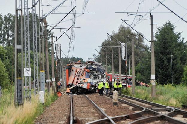 Zderzenie samochodu ciężarowego z pociągiem w Daleszewie / Marcin Bielecki    /PAP