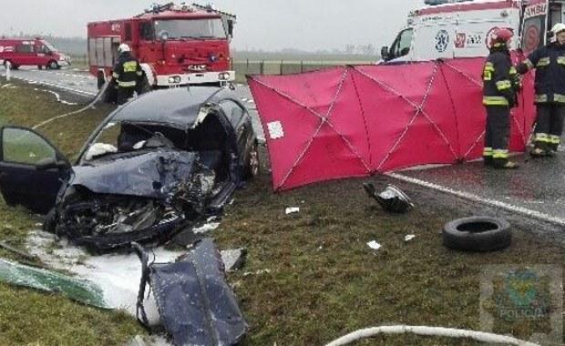 Zderzenie samochodu z ciężarówką. Nie żyją 2 osoby
