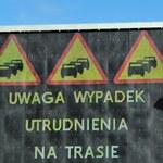 """Zderzenie trzech ciężarówek na krajowej """"10"""". Droga zupełnie zablokowana"""