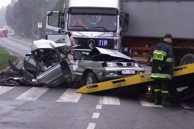 Zderzenie z ciężarówką kończy się tragicznie / Fot: Dariusz Gacek /Reporter