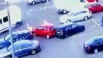 Zderzyły się dwa cofające auta. Kto zawinił?