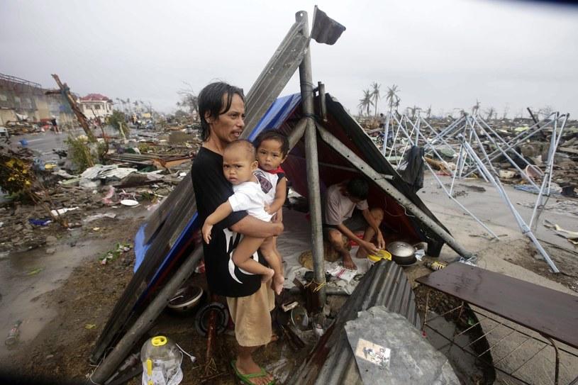 Zdewastowane przez tajfun Tacloban /PAP/EPA