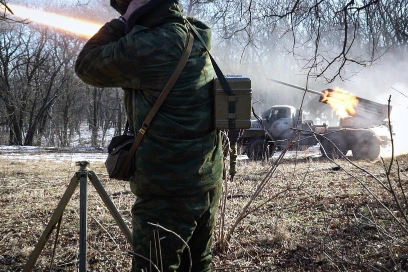Zdj. ilustracyjne. W tle wyrzutnia Grad /AFP