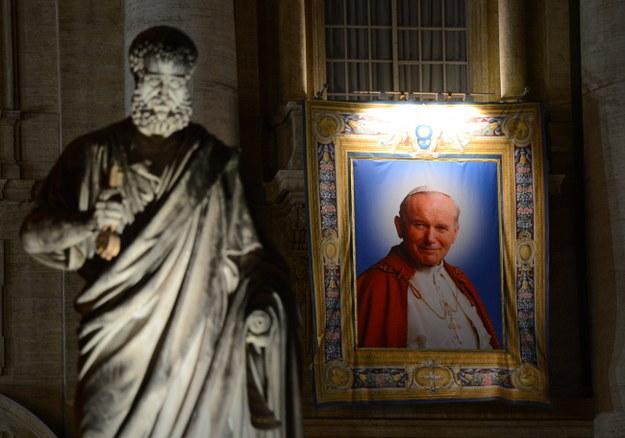 """Kanonizacja JP II. """"Tłumy chcą oddać hołd wielkim papieżom"""""""