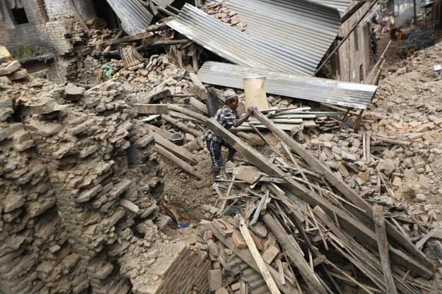 Nepal: 8 dni po trzęsieniu ziemi ratownicy odnaleźli żywe osoby. Wśród uratowanych - 105-latek