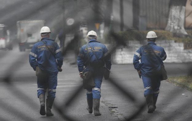 """PGG ogranicza liczbę ratowników w kopalni """"Ruda"""". """"Kosztem bezpieczeństwa"""""""