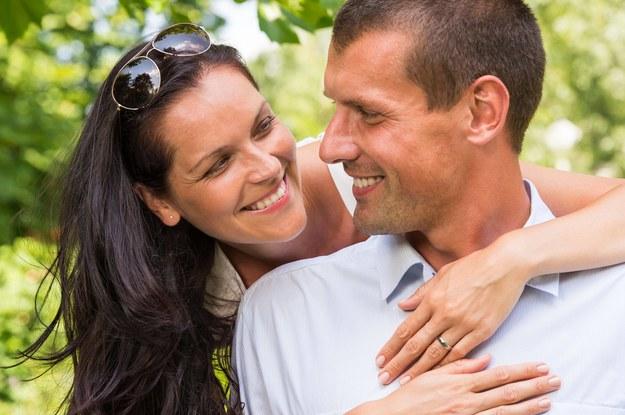 Savoir-vivre: Czy kobieta powinna inicjować pierwszy krok w miłości?