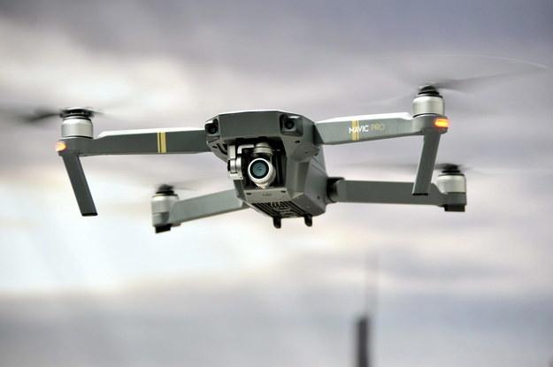 Dron dostarczył nielegalną przesyłkę do więzienia