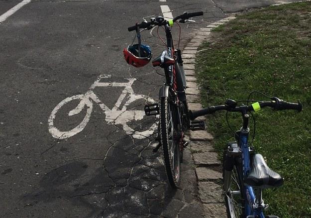 Zderzenie rowerzystki z... deskorolką