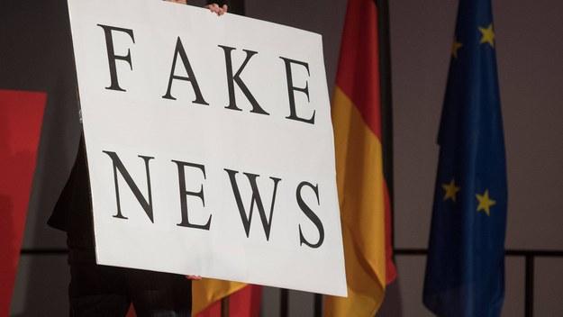 Fabryki fałszu, składnice kłamstwa, dywizje dezinformacji