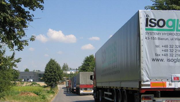 Związek transportowców ostrzega: Zagrożonych 100 tys. miejsc pracy zawodowych kierowców