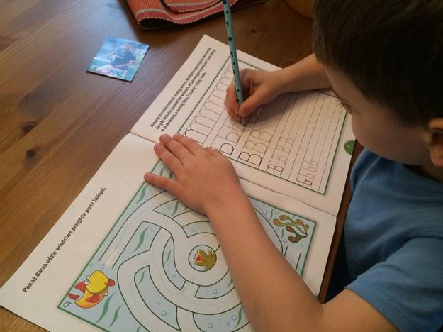 Wielka Brytania: Dzieci idą do szkoły i... nie umieją utrzymać długopisu w ręce