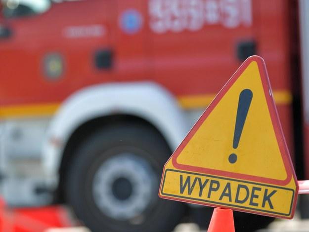 Groźne zdarzenie na S10. Naczepa ciężarówki stanęła w ogniu