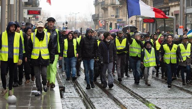 """Ambasada RP we Francji ostrzega przed protestami """"żółtych kamizelek"""""""