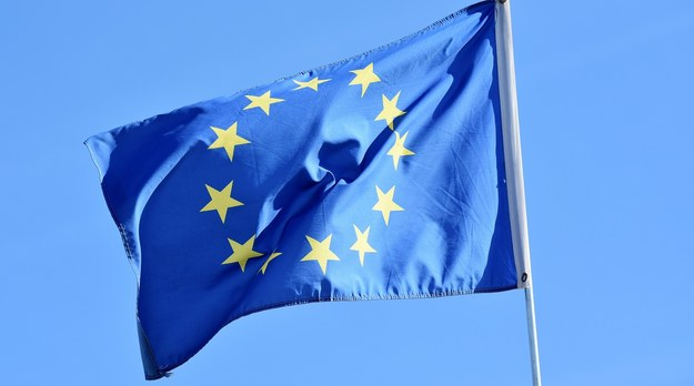 12 upomnień Komisji Europejskiej dla Polski. Chodzi o opóźnienia we wdrażaniu prawa