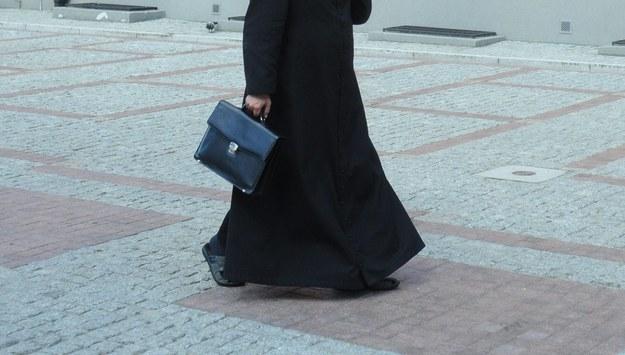 Prokuratura prowadzi śledztwo ws. Jana A. Historię księdza pokazano w filmie Sekielskich