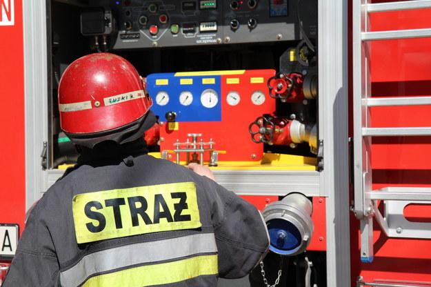 Pożar domu w Biskupicach. Ranny strażak