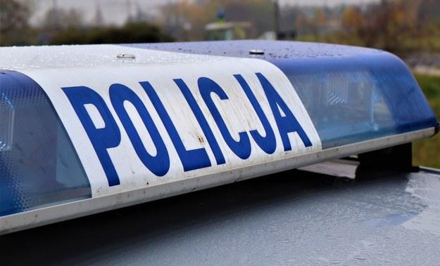 Tragedia w Gomunicach. Trzy samochody najechały na leżącego mężczyznę