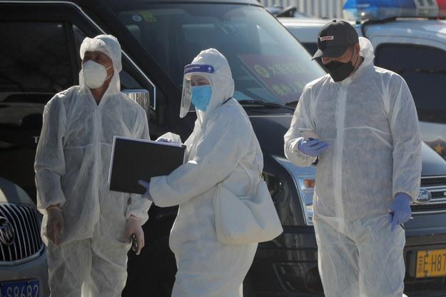 Chińska policja przeprasza za ukaranie lekarza, który ostrzegał przed wirusem