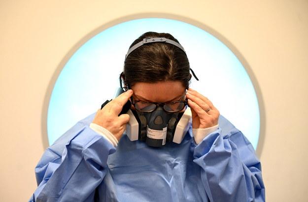 """""""DGP"""": Lekarze boją się jeździć do zgonów osób, które mogły być zarażone koronawirusem"""