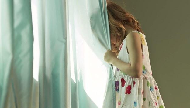 5-letnie bliźniaczki zostały pobite? Policja zatrzymała matkę i jej konkubenta